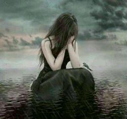 """مدام دلت را میشکنند......سکوت میکنی......هیچ نمی گویی..... حتی اخم هم نمکی.....دلت را بر می داری و آرام می روی .... ... بعدها صدایت میکنند """"بی معرفت!!!!!!^_^"""