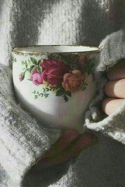 کمی عشق درفنجان چای بریز  شیرینی قندوشکرکافی نیست  چای بدون عشق ازهمه ی قهوه های جهان تلخ تراست  باورنداری  بچش