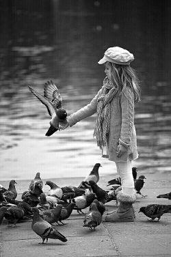 نه سفیدی بیانگر زیبایی است و نه سیاهی نشانه زشتی، کفن سفید اما ترساننده است و کعبه سیاه اما دوست داشتنی است انسان به اخلاقش هست نه به مظهرش قبل از اینکه سرت را بالا ببری و نداشته هات را به پیش الله گلایه کنی نظری به پایین بینداز و داشته هات را شاکر باش.انسان بزرگ نمیشود، جز به وسیله ی فكرش، شریف نمیشود جز به واسطه ی رفتارش و قابل احترام نمیگردد جز به سبب اعمال نیكش...