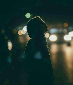 وقتی از چیزی ناراحتید؛حرف بزنید! با کنایه حرف نزنید،پوزخند نزنید،سرتونو از آدم برنگردونید  دوست داشتید داد و فریادم بکنید، ولی سکوت نکنید..