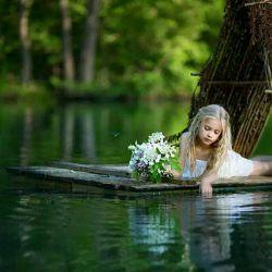 پیر شدن ربطی به شناسنامه ندارد.... همین که در گذشته زندگی کنی  از آینده بترسی،زمان حال را نبینی و برای رسیدن به عشق خطر نکنی.... شک نکن حتی اگر جوان هم باشی پیر شده ای..
