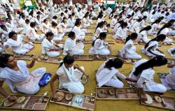 امتحان نخریسی دانشجویان هندی