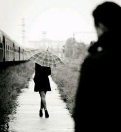 از سرم که بیفتی دست و پای غرورت خواهد شکست !  آن روز درد شکستن را خواهی فهمید  روزی که از چشمت افتادم را به یاد آر