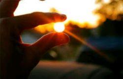 ما در چه شماریم،  که خورشید جهانتاب گردن به تماشای تو ، از صبح کشیدهست...   سلام  صبحتان بخیر