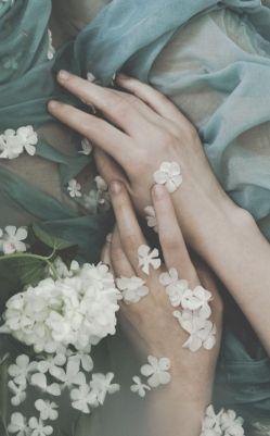 باید از جایی شروع کرد...شروعی دوباره!باید دوباره زندگی کرد،هرچقدر هم که خراب باشی...!بخاطر خودت نه دیگری!این امروز دوباره زندگی کنیم...اگر مرده ایــــــــــــــــم...♥♥♥