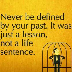 هیچوقت با گذشته ات تعریف نمی شی ، (گذشته) فقط یه درس بود ، نه مجازاتی برای تمام عمر.#انگلیسی #english #English