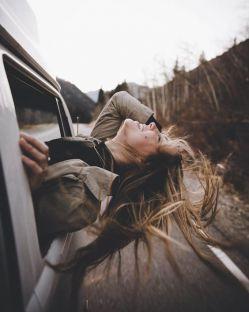 """لحظه ایـــــــ که چشمانش را دیدم ،برای تمامی شعر هایم قافیه پیدا کردم...در عمق سیاهی چشمانش ،دریایی غرق در امواج پیدا کردم!در آن چشمان وحشی لحظه ای عشق را پیدا کردم...بین خودمان باشد ،من داستان تمام زندگیم را از چشمان او می بینم... """"خودم"""""""