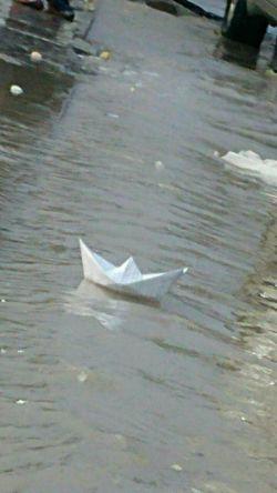 من و تو قایق کاغذی