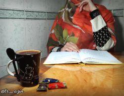 با خود نشستم مو به مو یادآوری کردم؛ از خــوابهای روز در شــب های بیدارم؛ من چای می خوردم، به نوبـــت شعر میخواندند؛ تاصبح، عکس سایه و سعدی به دیوارم...