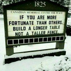 لوح(بنای) یادبود مرکز صلح کانادا: اگر  خوش شانس تر از بقیه ای(اوضاع مالی ات بهتر از بقیه است) میز(غذاخوری) بزرگتری بساز، نه حصار(پرچین) بلندتری #انگلیسی #اجتماعی #english #English