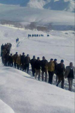 دو تا چیز طی یک هفته در روستای باباپیر مرتب  تکرار میشه یکی برف و دیگر مراسم خاک سپاری امروز چهارمین فوتی طی یکهفته