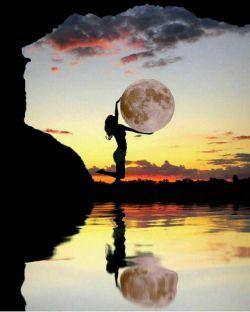 ماه را در آغوشت بگیر و بخواب شب خوش