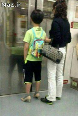 پسر فداکار که کفش مادرش را بخاطر اینکه مادرش با اینها اذیت میشود پا کرد :)