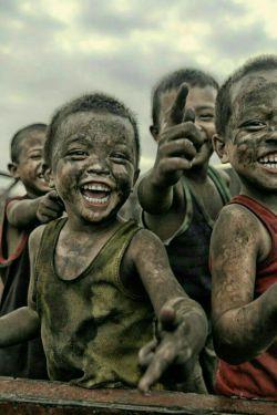 میتوان #ساده زندگی کرد... ساده زیست .... و از شادیهای کوچک لذت برد فقط کافیست باورداشته باشیم لذت شادی ، در داشتن چیزهای بزرگ نیست...