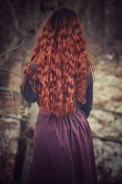 هر چن وقت بهـ سرم میزنهـ وسایلمو جمع كنم برم یهـ جنگلى چیزى ، اونجا زندگى كنم ، از هیچكسم هیچ خبرى نداشتهـ باشم ، هیچكسم از من خبر نداشتهـ باشهـ ، قشنگ تنهاىِ تنها...