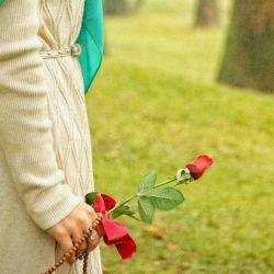چه احساس قشنگیه رو زخمت. یه #خواهر باشه که مرهم بذاره. دلت دریان خون باشه ولی اون. گل  خنده  روی  لبهات بکار. یه خواهر مثله یک سنگ صبوره. که قلبش پر شده از مهربونی. رو هر چی سد راته پا میذاره. برای اینکه تو  آروم بمونی. یه خواهر تکیه گاه خستگیته. روزایی که دلت لبریز درده. نمیذاره بشینه غم توو چشمات. با اینکه توو دلش غم خونه کرده. دلش آبی ترین دریای عشقه. یه دنیا  مهربونی توو نگاشه. چقد سرده هوای خونه هایی. که توش لبخند یک خواهر نباشه.@s_a_b