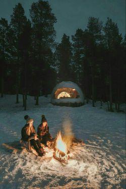 همیشه در خیالِ من ز شعله گرمتر تویی چه گرم دوست دارمت...  #سیمین_بهبهانی