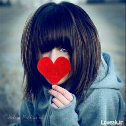 """مرد وقتی عاشق زنی میشود در دل خود پنهانش میکند مبادا که دیگران او را بدزدند  اما زن وقتی عاشق شد آن را جار میزند تا کسی برای نزدیک شدن به آن مرد تلاش نکند.   مرد به خاطر یک عقیده هرکسی را قربانی میکند و زن به خاطر یک نفر هر عقیدهای را.  """"مرد عقل است و زن قلب""""  به همین خاطر در هر رابطهای زن بیشتر از مرد اذیت میشود..."""