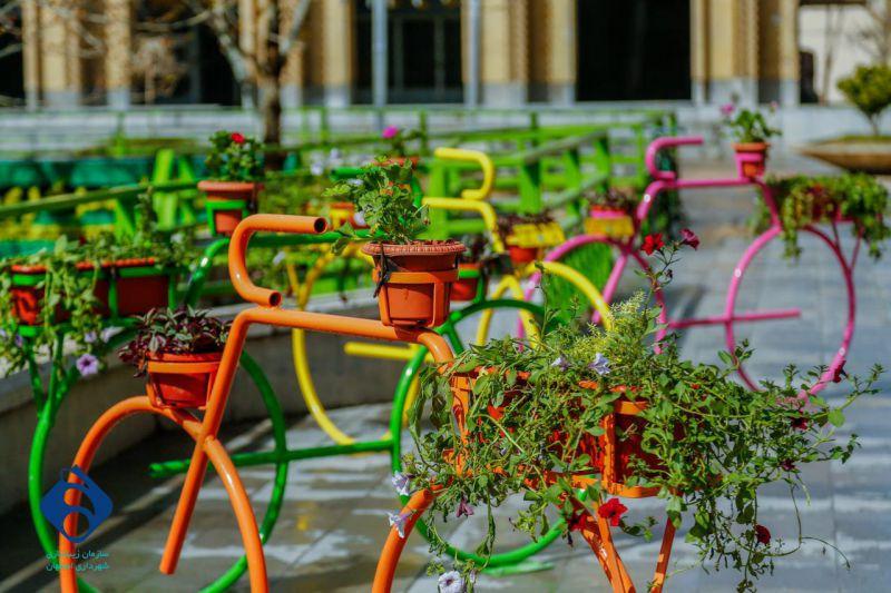 طرح پا به رکاب بهار- فضاسازی شهر با دوچرخه های آذین شده