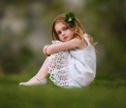 آرامش نه عاشق بودن است نه گرفتن دستی که عاشقش هستی. نه حرف های عاشقانه و نه قربان صدقه های چند ثانیه ای ...آرامش ... ...حضور خداست... وقتی در اوج نبودن ها نابودت نمیکند وقتی ناگفتههایت را بی آنکه بگویی، میفهمد وقتی نیازی نیست برای بودنش التماس کنی غرورت را تا مرز نابودی پیش ببری آرامش یعنی همین تو بی هیچ قید و شرط خدا را داری...