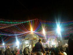 خیلی خوشحالم که تو این شب عزیز تو حرم امام رضا بودم.دوستان گلم جای همتون خالی