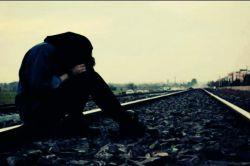 وقتی نیستی پیشم...هرچی میگم...به هرکی میگم,که با من بمونه میزاره میره از دل من...!!):