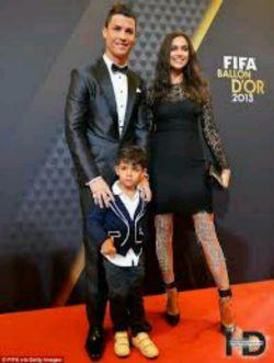 رونالدو و پسرش و دوست دخترش