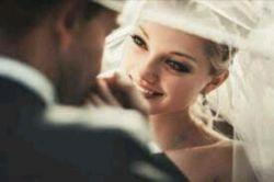 """شاید تقدیر روی #پیشانیامـ نوشتهـ باشد """"همیشهـ فاصله ای هستـ"""" ولی تو فقط گاهی برایمـ #بخند آنوقتـ تقدیرمـ را #میـ_بوسمـ و کنار میـ گذارمـ تو که میـ خندیـ #خدا تازهـ میـ فهمد اگر تنها #عشقـ اعجاز رسولانشـ بود دنیای جهنمیـ #بهشتـ موعود میـ شد... عشقـ همیشهـ معجزهـ ایـ تازهـ دارد... #تو_فقطـ_گاهیـ_برایمـ_بخند.."""