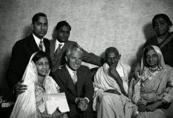 عکس خیلی جالب از گاندی و چارلی چاپلین..