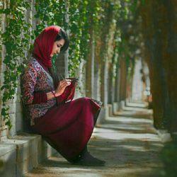 قسمتم دور از تو بودن بود و تنهایی ، ولی بوسه باران میکنم  نامِ تو را در شعرِ خویش....