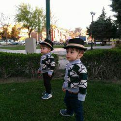 عشقای خالشون در حال قدم زدن تو پارک #محمدومهدی