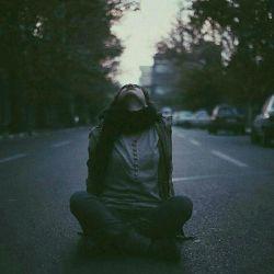 هرچه مغرور تر باشـــــی ، تشنه ترند برای با تو بودن... و هرچه دســـت نیـــافتنـــــی باشی، بیشتر به دنبالت می آیند... امان از روزی که غروری نداشته باشی، و بی ریا به آنها محبت کنی... انوقت تـــــورا هیچوقت نمیبیند... ســــاده  از کـــنارت عبور میکنند