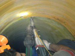 عملیات ترمیم خط انتقال فاضلاب در منطقه کیانشهر