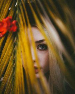 """#پروفایل ✌❣ كسى كه منتظر میماند تا انتخاب شود، هیچوقت خوشبختى را تجربه نخواهد كرد! براى خوشبخت شدن باید جسور بود و دل را به دریا زد! اصلاً باید هرچه در این دلِ لعنتى میگذرد را بریزید بیرون! نهایتش این است؛ زندگی ات را با """"ای كاش"""" ها پیش نمیبرى.... :)❤️ #علی_قاضی_نظام"""