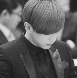 چه کسی گفته که من #تنهایم ؟ من ، #سکـوت ، #خاطرات ، #بغض و #اشک همیشه با همیم … بگذار #تنهایی از #حسودی بمیرد ! . . . . photo: #hyunseung
