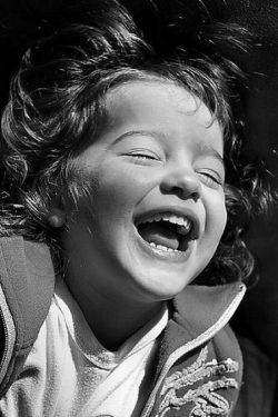 یک خنده از ته دل...☺ درست از همین خنده ها و قهقهه ها...   آرزوی هر روز و همیشه ی من برای شماست! ☺✌