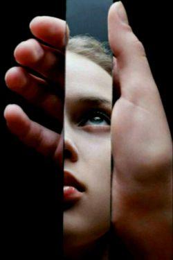 نفرین به شعرهایم اگر چشم های تو....اینگونه از شنیدنشان گریه میکنند...