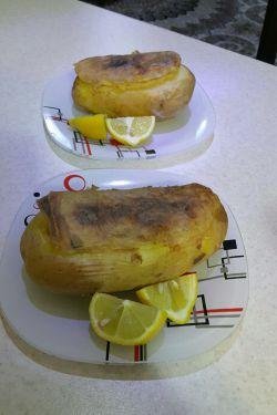 سیب زمینی تنوری پزوندم شام من و عشق جان :-))) ترشی نخورم یه چیزی میشما خخخ