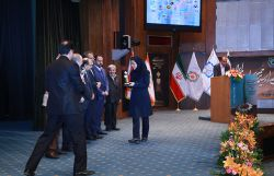 صحت، مفتخر به دریافت نشان زرین استقامت ملی در تولید صنایع شوینده و بهداشتی کشور!