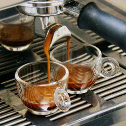   با خرید هر یک کیلو قهوه اصل جامائیکا با کیفت ترین قهوه دنیا یک عدد (فرنچ پرس) به ارزش پنجاه هزار تومان رایگان دریافت کنید  ✔ارسال رایگان ✔دریافت نمونه تیست رایگان  محصولات قهوه جامائیکا