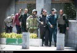 یه عکس قشنگ... بچه های نیروانتظامی ، لباس شخصی ، آتش نشان و یه عکاس  #همه_برای_ایران