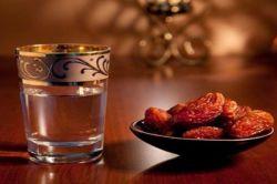 تو همان لیوانِ آبِ خنکِ  سر سفره ی افطاری  که دل بی قرارم   مدام عطشِ تو را دارد...  #رمیصا_رستگار