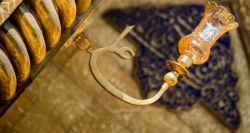"""مادر ایشان، """" فاطمه بنت اسد """" بعد از 3 روز که درون کعبه دربسته بودند فارغ شدند، از طرف خداوند به مادر حضرت الهام گردید: نام مولود تو و کعبه را """" علی"""" مینهم که از اسما و صفات منست، بدین ترتیب برای اولین بار این نام برای بنده ای در جهان انتخاب گردید."""