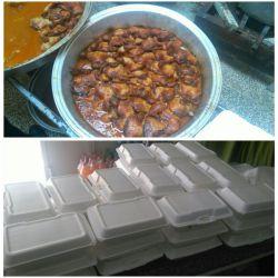 توزیع 260 پرس غذا گرم بین پرسنل خدوم و زحمت کش شرکتهای خدماتی فضای سبز شهرداری جهرم به همت بنیاد خیریه موج مهربانی