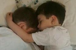 اینم خوابیدن مهدی و محمد رفاقتشون تو خواب هم مشهوده