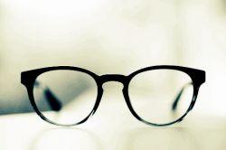 عاشق  دخترهای عینکی ودرسخونم چون خودم هم یکی از اونا هستم