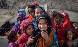 فقر، دزد لبخندهاست، غارتگر شادی ها، و دشمن پر خشم عاطفه ها