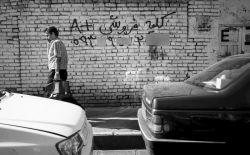 من خط فقر را دیدم .   خط فقر دقیقا زیر پای « مرفهان بی درد» بود و «متولیان نامرد».   خط فقر، پیکر نحیف و لطیف و «نازنین»کودکی خیابانی را در زیر جرثومه سیاه و « سنگین» خود « می فشُرد»  و طراوت نوجوانی اش را بی رحمانه «می پژمُرد».    آن گاه که «خط فقر» پررنگ شود، «شط فرق» طغیان می کند!   ...و خدا نکند که این «طغیان بیهوده » به «عصیان توده» بینجامد!