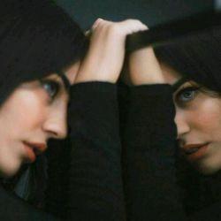 #عکس_پروفایل_غمگین گاهی وقتا تو آیینه به خودم نگاه می کنم ...                                 و به این فکر می کنم که ممکنه خودمم یه آیینه باشم...  آیینه ای که انقدر تو خودش می ریزه تا میشکنه...