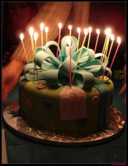 ولدتان را در آبنوس خاطره انگیز کنید.  در صورت رزرو، با اعلام تعداد مهمان هایتان، کیک و تزیینات میز تولدتان هدیه آبنوس به شما خواهد بود!  آبنوس تمام تلاشش رو میکنه تا جشن تولد شما به بهترین شکل خودش انجام بشه.حتما بهتون خوش میگذره  __________  تلفن رزرو: ٣٨٤٤٣٧١٥ ٣٤٢٢٢٤٤٥